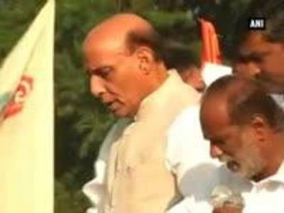 News video: Pranab Mukherjee and Rajnath Singh flags off 'Run for Unity' to mark Sardar Patel's birth anniversar